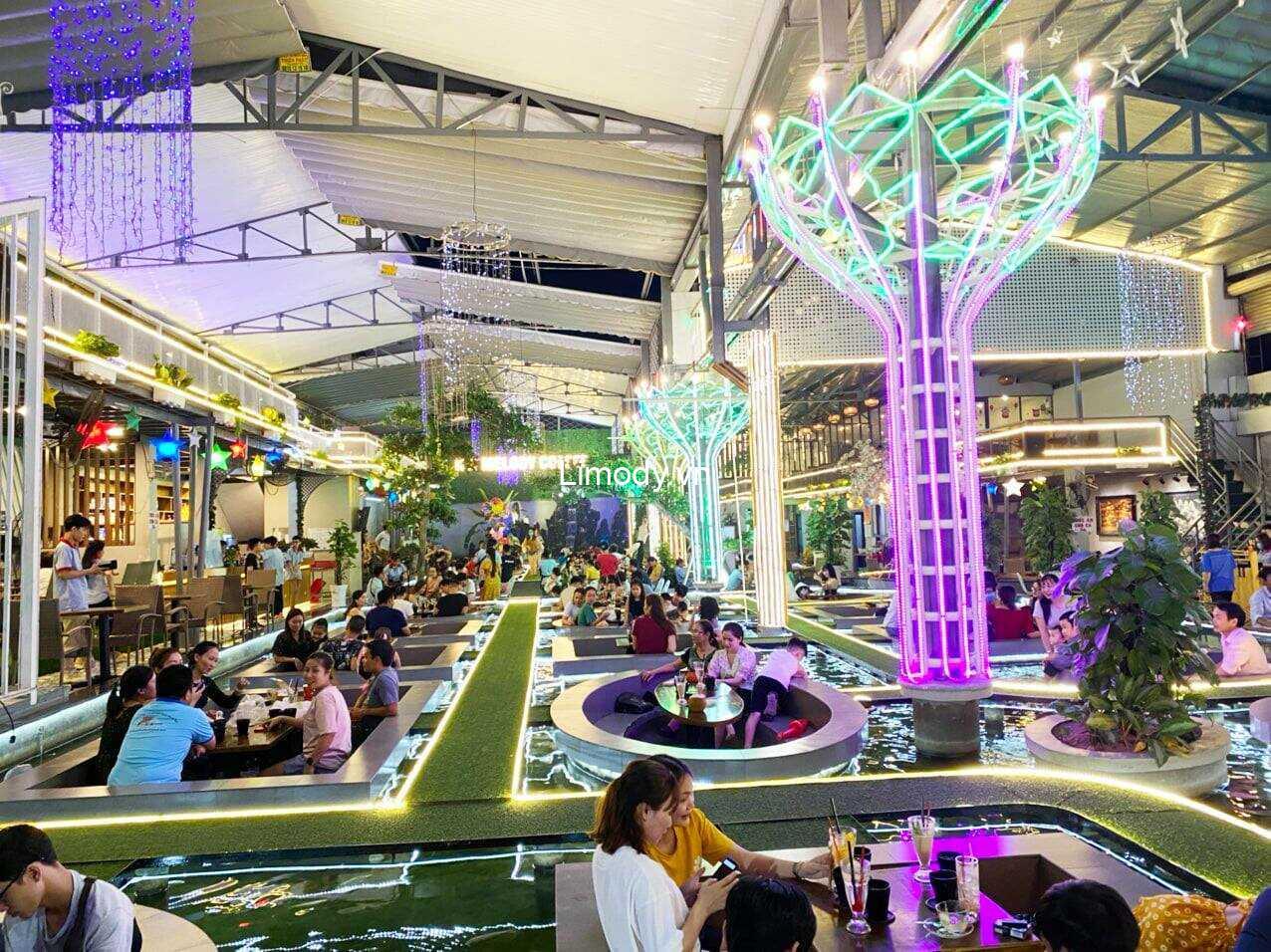 Không gian quán cafe cá koi đẹp King Koi Coffee Garden