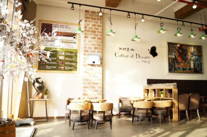 Thiết kế quán cafe phong cách Hàn Quốc 4