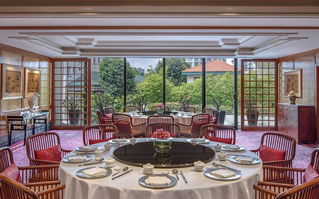 thiết kế khu vực khách ngồi nhà hàng tiệc cưới